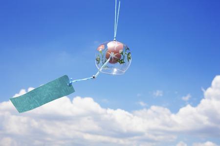 cielos azules: Cielos y campanas de viento azul