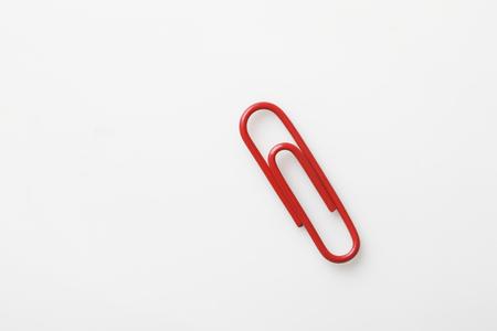 赤いクリップ 写真素材
