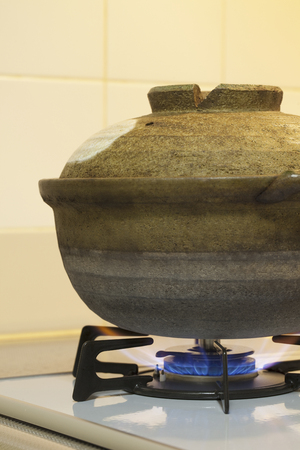 safety device: Earthen pot to heat a gas range