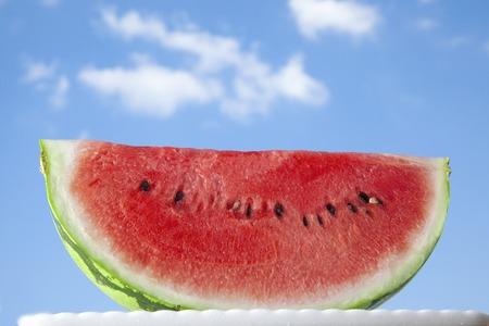 Watermeloen en blauwe lucht