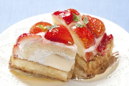 pudding: Strawberry pudding cake