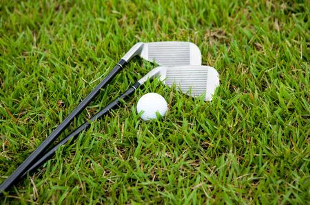 ゴルフのクラブとボール