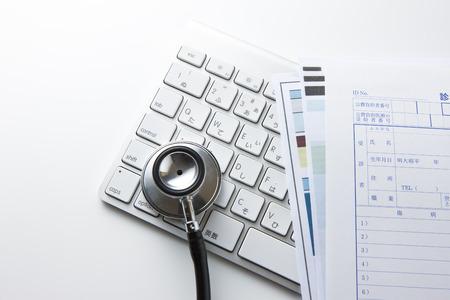 utiles de aseo personal: Estetoscopios y registros médicos