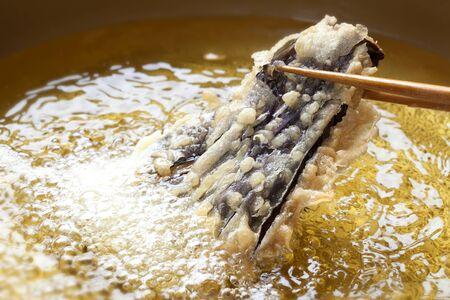 Scene frying the tempura of eggplant