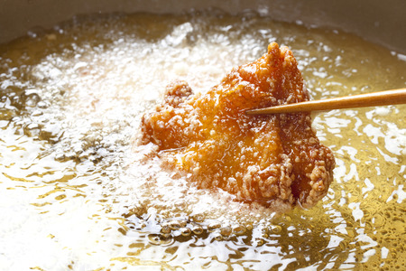 Scene frying the fried chicken