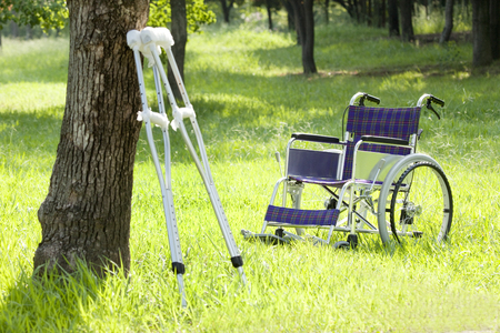 recuperation: Crutches and wheelchairs