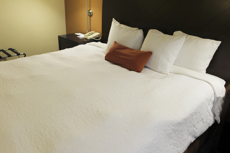 king size bed: Hotel bed