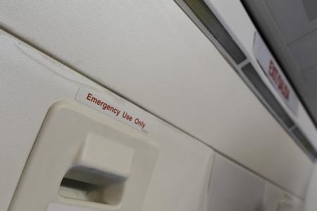 salida de emergencia: Salida de emergencia del avi�n Foto de archivo