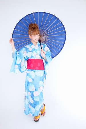 get dressed: Women dressed in yukata have bangasa