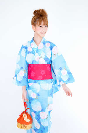 get dressed: Woman wearing a yukata to have a purse