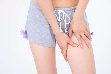 visceral: Hand of the woman to worry about the cellulite