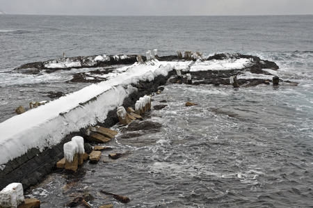 severe: Pier After crowded with severe winter of Matsumae-once Kitamae ship