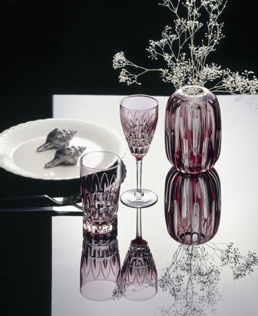 overlaying: Modeling of red vase and a red glass white dish