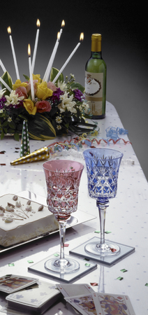 overlaying: Glasses placed on the table of a set of parties has been