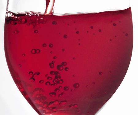 sizzle: Red wine that has been poured into a glass