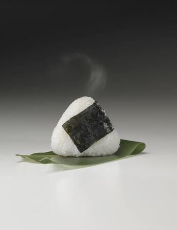 グリップ内の蒸気をたてやすくおにぎり 写真素材