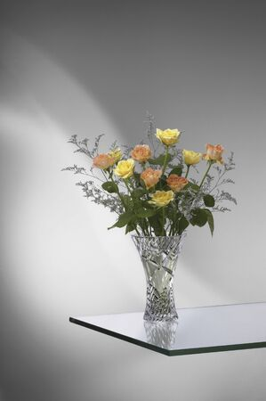 protruding: Roses that you go to the vase on a glass protruding