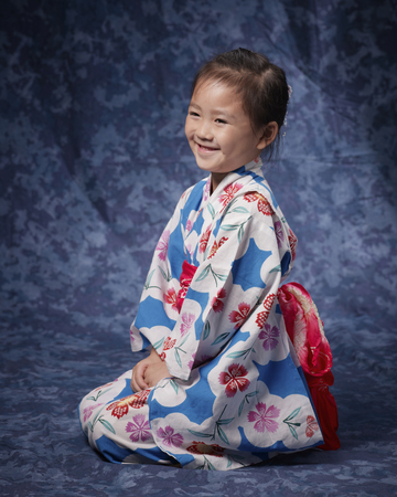 Yukata girl laugh by sitting straight sideways