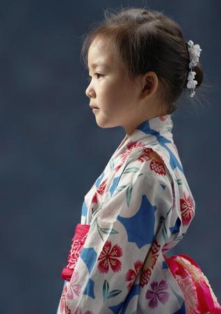 浴衣女の子バスト、横向きの肖像画