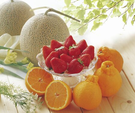whether: Cantaloupe and Dekopon and Sachi whether strawberries Stock Photo