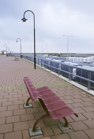 minato: Minato red bench