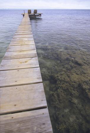 Narrow pier