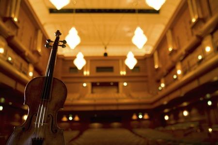 ホールとヴァイオリン