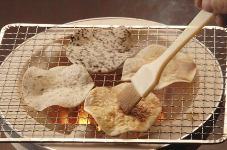 point and shoot: Grilled rice cracker