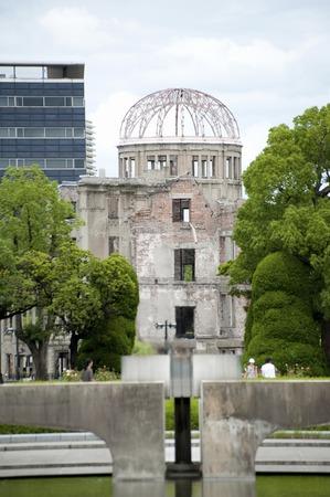 bombe atomique: Lumière et l'Atomic Bomb Dome de la paix Banque d'images
