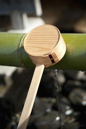lavamanos: Chozu cuchar�n de Foto de archivo