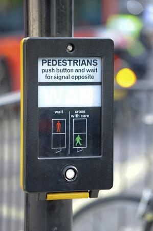 押しボタン式の歩行者信号