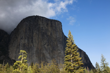 el capitan: El Capitan that it looked up from the Yosemite Valley Stock Photo