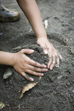 Les mains des enfants Banque d'images - 46758213