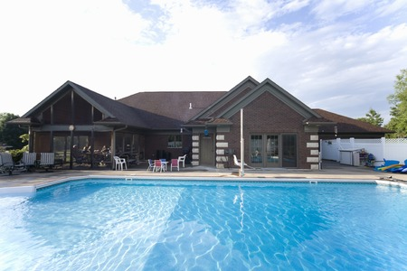 american house: American House pool