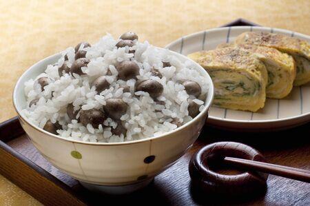 huevos estrellados: propágulos de arroz y huevos fritos
