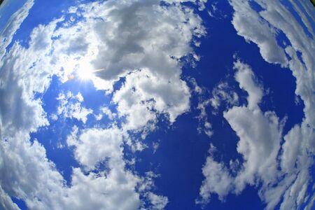 Blauwe lucht en wolken Stockfoto