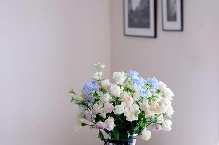 arrangements: Flower arrangements of roses and Delfini