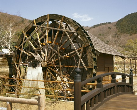 waterwheel: Water turbine