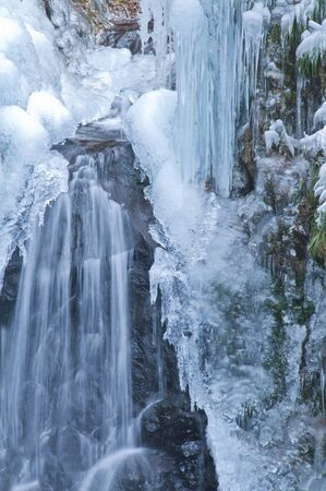 icefall: Icicles and cascade
