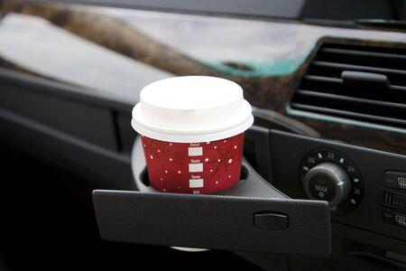 車のカップ ホルダー