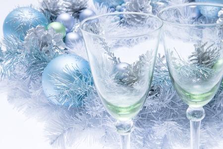 şarap kadehi: Wine glass and Christmas wreath