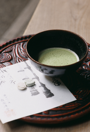 chiseled: Matcha and article chiseled in hardwood and repeatedly lacquered in black and vermilion Stock Photo