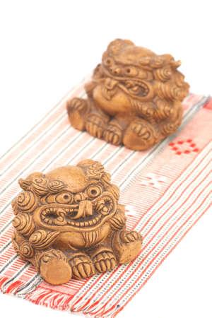 lion figurines: Shisa