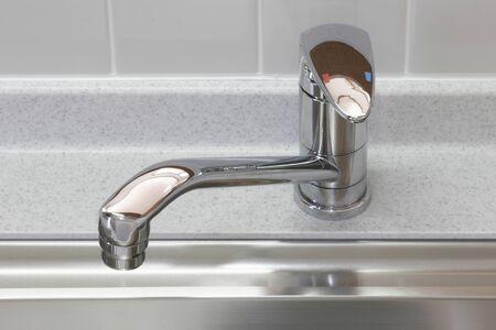 llave de agua: Grifo de la cocina