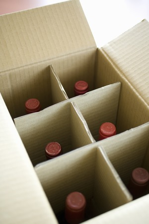 courier: Wine courier cardboard