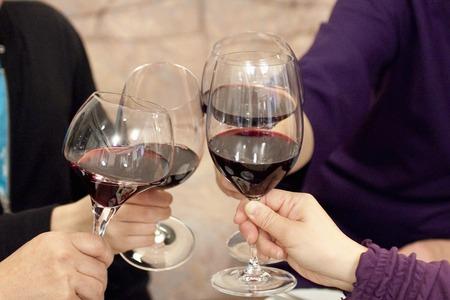 ワインで乾杯します。