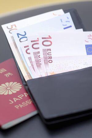 ユーロ紙幣やパスポート