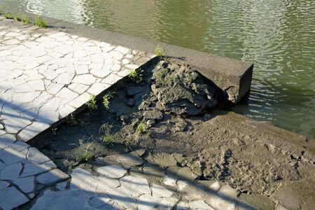 seawall: Broken seawall