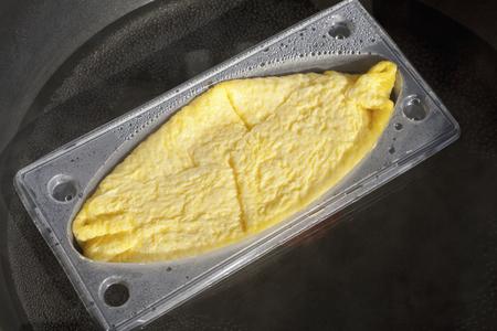alimentos congelados: Ba�o de agua de descongelaci�n de los alimentos congelados