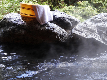 openair: Hot spring bath pail and towels